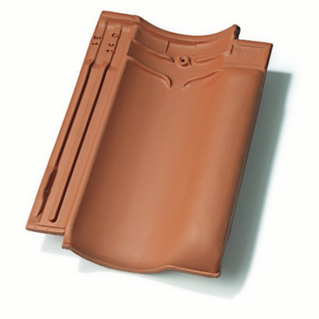 Single product shot of a Vlaamse Pan 401 Natuurrood roof tile